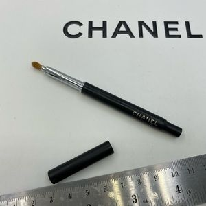 One only 🔥CHANEL RETRACTABLE LIP BRUSH WITH COVER